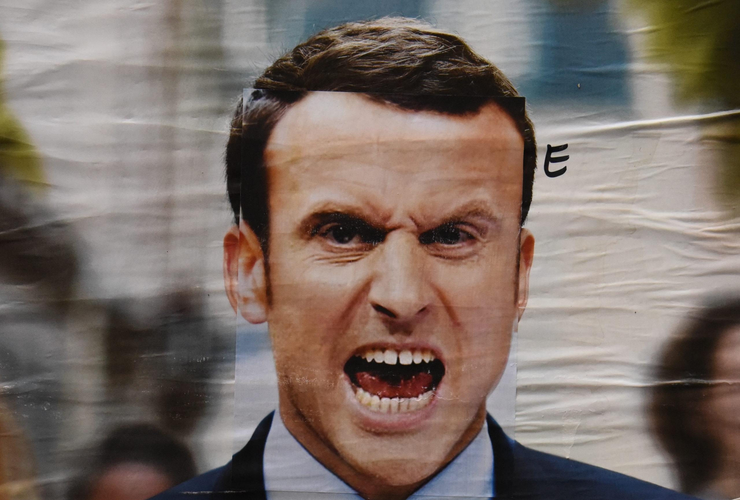 Emmanuel Macron se prend pour Charlemagne