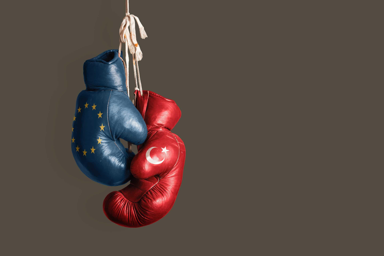 L'inaction de l'Union européenne face aux agressions de la Turquie subies par la France, État-membre de l'Union européenne.